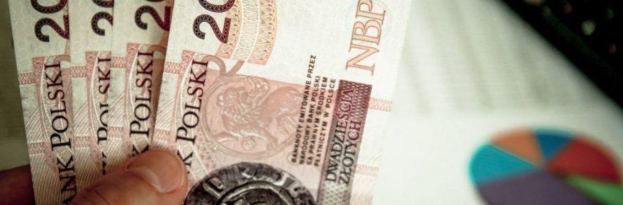 Spada tempo przyrostu płac